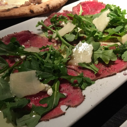 Seared and thinly sliced beef tenderloin served with arugula, goat cheese, red onion, lemon juice, parmigiano shavings & olio.